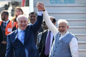 네타냐후가 인도에 도착해 인도 리더인 '모디' 총리의 놀라운 환영을 받다 (한글 해석)