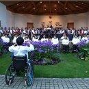 전하는 희망의 메시지, 하반신 마비 정상일 지휘자, 100명 척수장애인 휠체어...