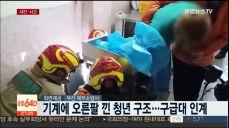 [사건사고] 공사현장 크레인 전도..버스승강장 파손
