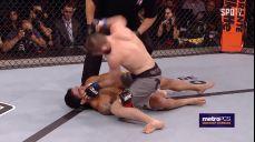 [UFC] 이주의 KO - 하빕, 타바레즈 상대로 무차별적인 엘보 공격